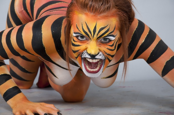 Simply matchless tiger body paint can